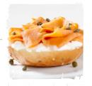 kanapka-z-wedzonym-lososiem