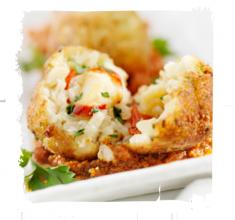 Kulki smażone wgłębokim oleju zryżu nadziewane mozzarellą ipieczoną papryką zczerwonym risotto