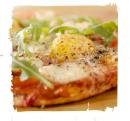 sniadaniowa-pizza-z-rukola