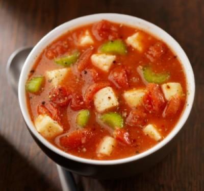 Zupa pomidorowa zmozarellą iselerem naciowym
